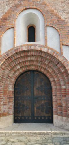Felújított templom kapu