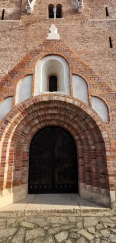 Felújított templom kivülről